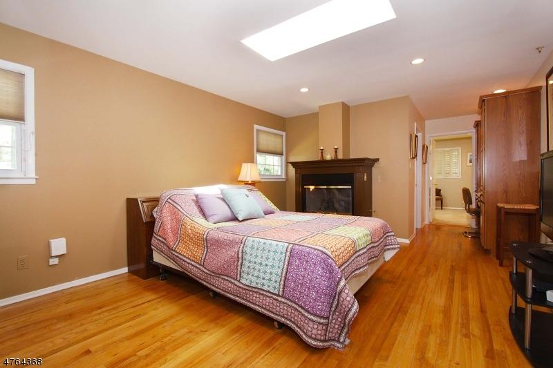 77 Livingston Ave Edison Twp., NJ 08820 - MLS #: 3434677