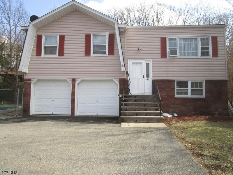 Photo of home for sale at 41 Amendola Dr, Netcong Boro NJ