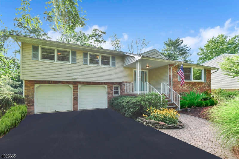 Photo of home for sale at 3 HOLLY DR, Parsippany-Troy Hills Twp. NJ