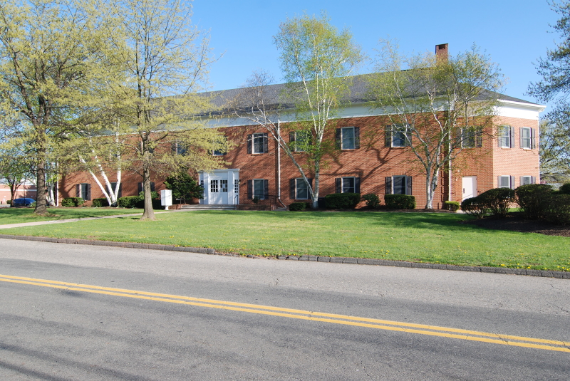 Photo of home for sale at 6 MINNEAKONING RD, Raritan Twp. NJ