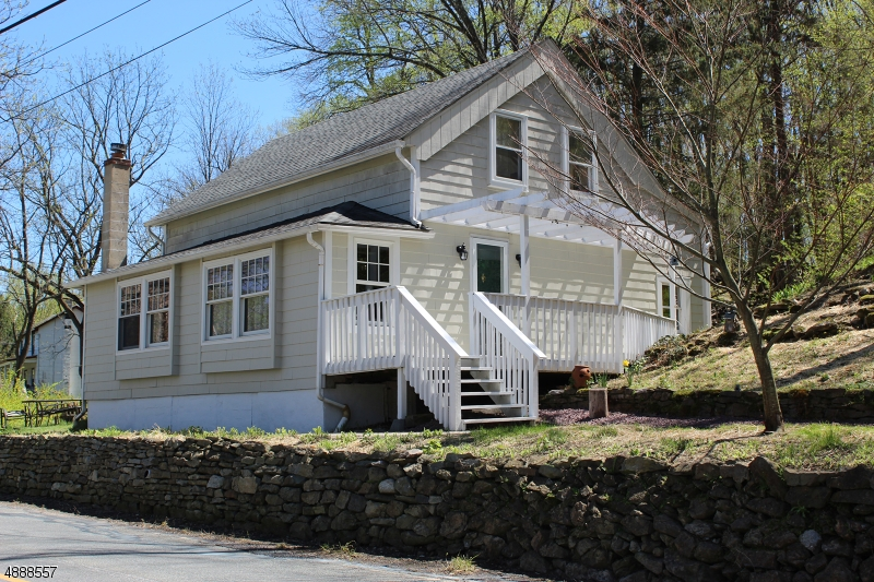 Photo of home for sale at 1018 Dark Moon Rd. CR-519, Frelinghuysen Twp. NJ