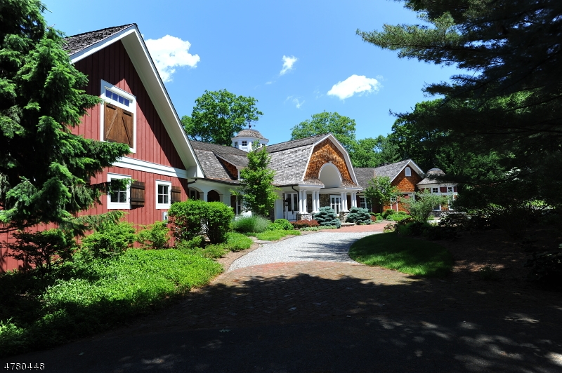 Photo of home for sale at 876 TRAILING RIDGE RD, Franklin Lakes Boro NJ