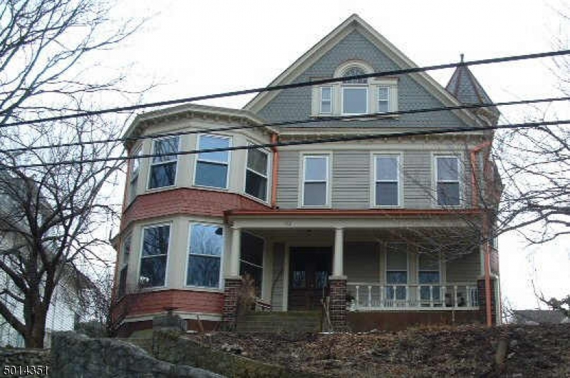 Photo of home for sale at 132 MORRIS ST, Phillipsburg Town NJ