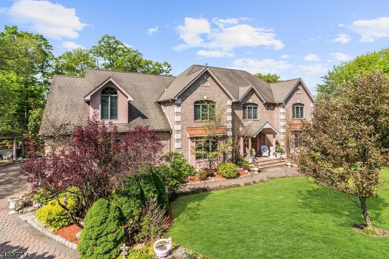 Photo of home for sale at 2 VIZCAYA CT, Wayne Twp. NJ