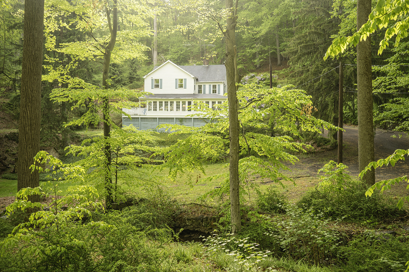 Photo of home for sale at 250 Hardscrabble Rd, Bernardsville Boro NJ