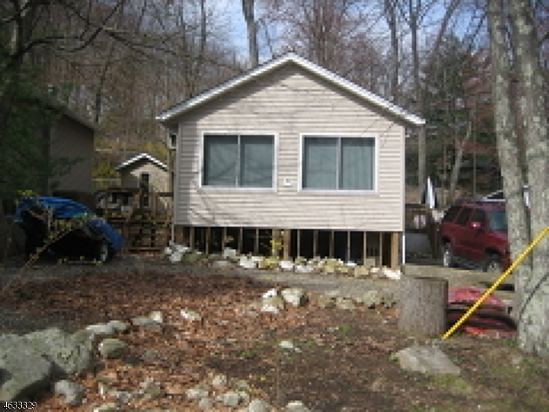 Photo of home for sale at 4 Decker Pond Rd, Vernon Twp. NJ