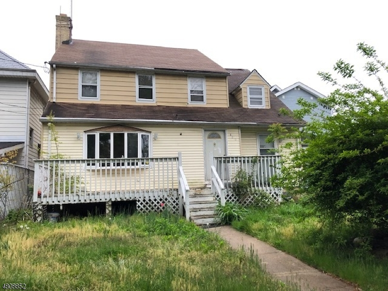 Photo of home for sale at 418 JERSEY AVE, Elizabeth City NJ