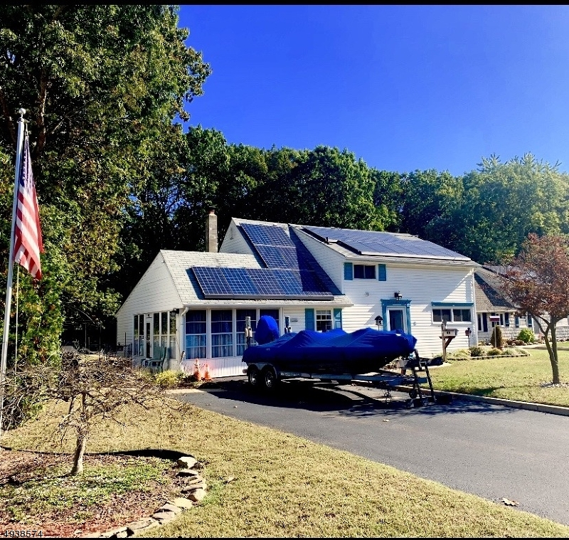 Photo of home for sale at 8 GROVE LN, Old Bridge Twp. NJ