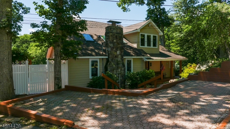 Photo of home for sale at 12 COX LN, Hopatcong Boro NJ