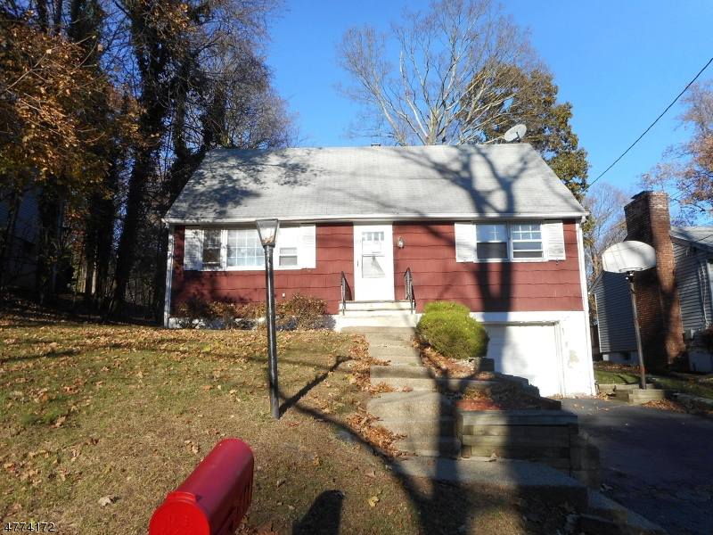 Photo of home for sale at 209 Hiawatha Blvd, Oakland Boro NJ