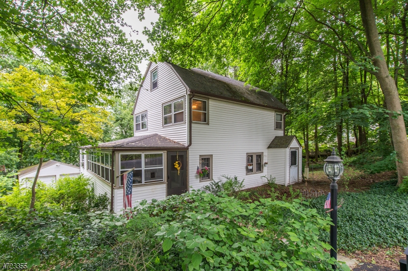 Photo of home for sale at 17 Gates Ave, Long Hill Twp. NJ