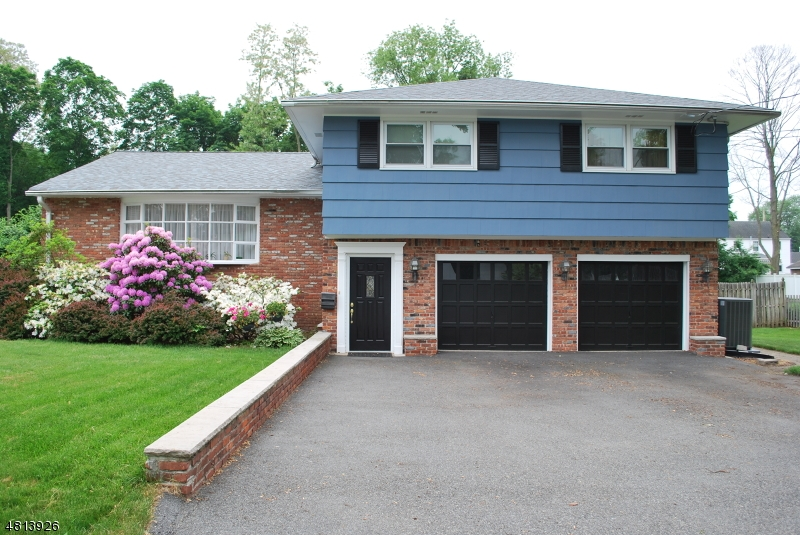 Photo of home for sale at 7 RAMAPO RD, Pequannock Twp. NJ