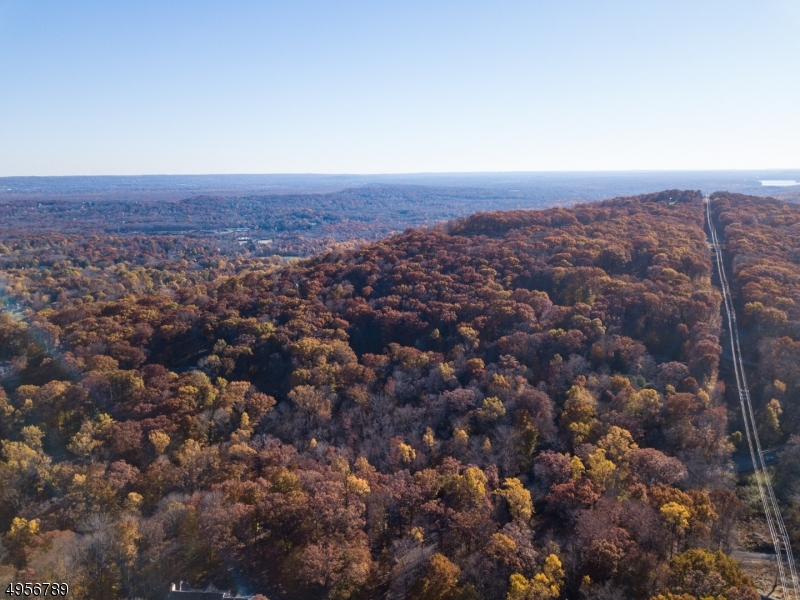 Photo of home for sale at 190 BROOK VALLEY RD, Kinnelon Boro NJ