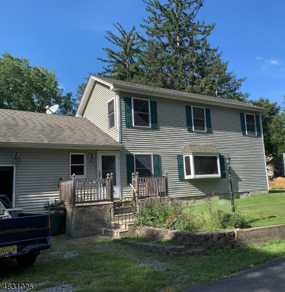 Photo of home for sale at 8 CHURCH RD, Hampton Twp. NJ