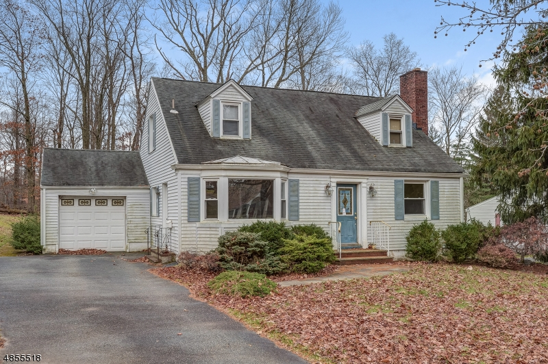 Photo of home for sale at 31 WYNNEWOOD RD, Livingston Twp. NJ