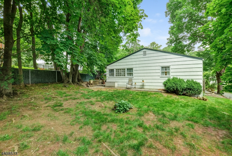 18 LEWIS DR Maplewood Twp., NJ 07040 - MLS #: 3478385