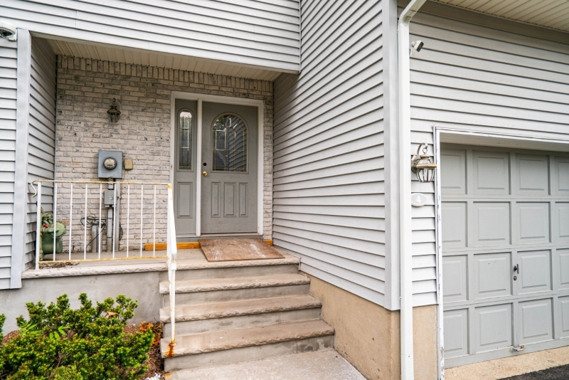 Photo of home for sale at 4 HANSEN PL, Wayne Twp. NJ