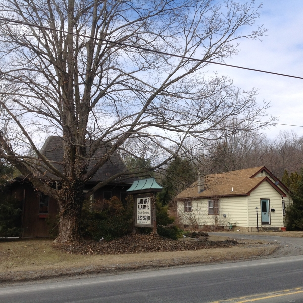 Photo of home for sale at 85 State Route 23 N, Hamburg Boro NJ