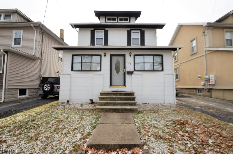 Photo of home for sale at 128 W COLFAX AVE, Roselle Park Boro NJ