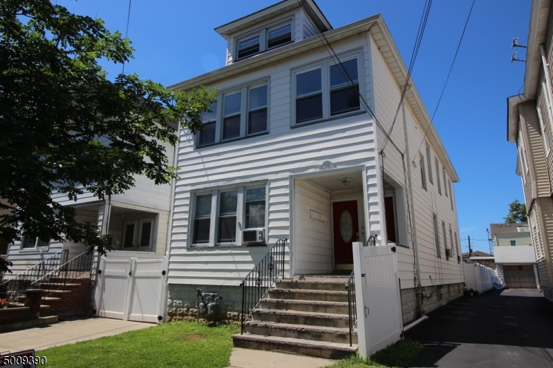 Photo of home for sale at 904 MONROE AVE, Elizabeth City NJ