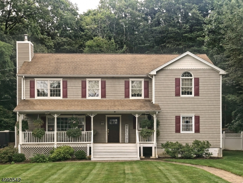 Photo of home for sale at 16 OAK LN, Randolph Twp. NJ