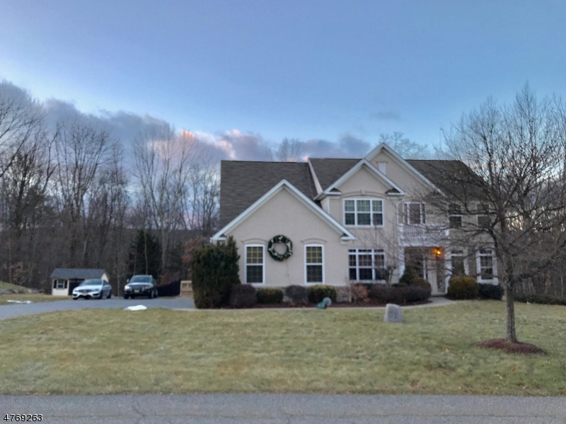 Photo of home for sale at 10 Eileen Dr, Wantage Twp. NJ