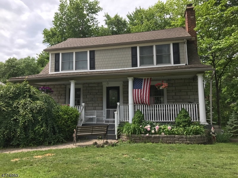 Photo of home for sale at 114 Whippany Rd, Hanover Twp. NJ