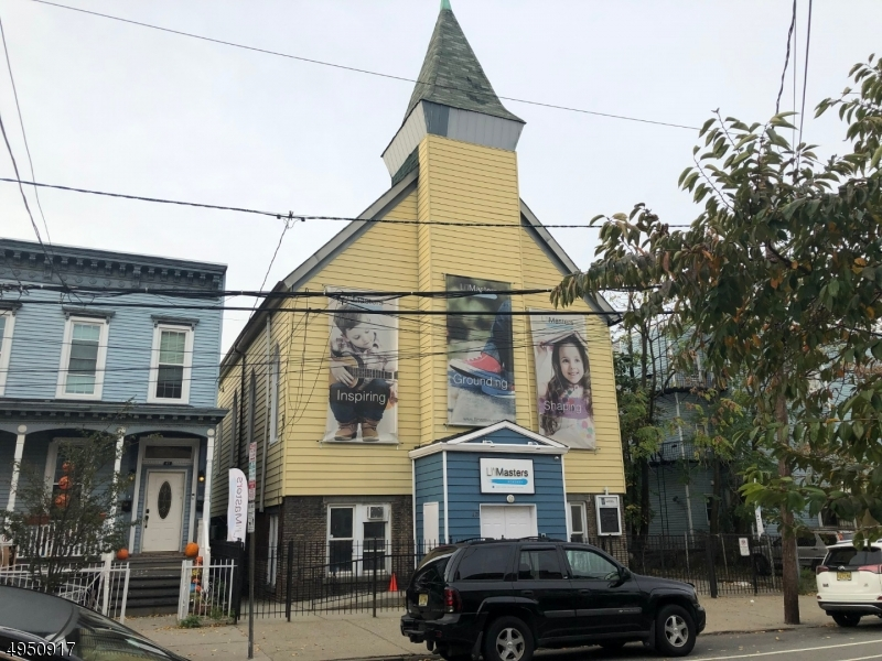 Photo of home for sale at 43 CHARLES street, Jersey City NJ