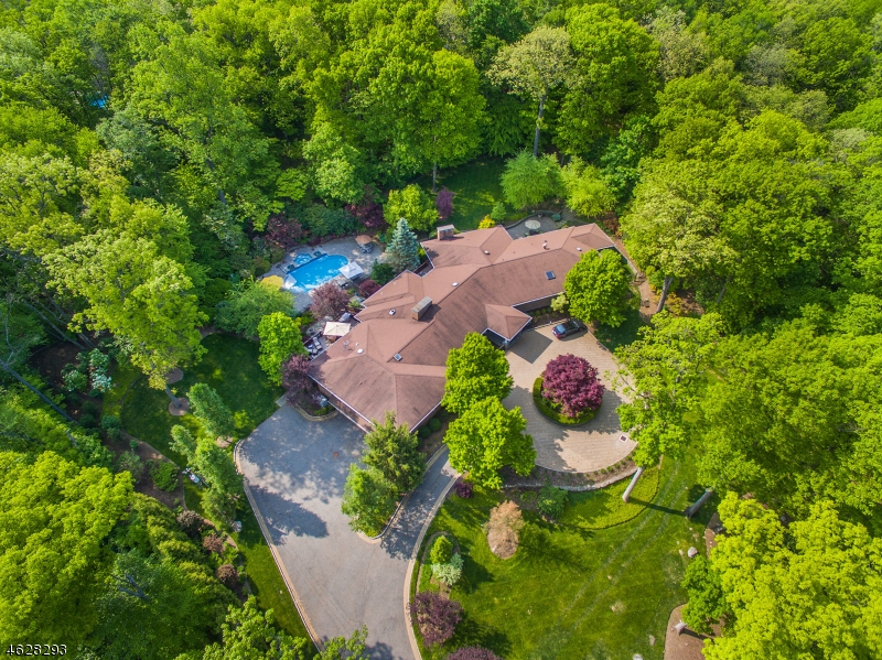 Property for sale at 811 Colonial Rd, Franklin Lakes Borough,  NJ 07417
