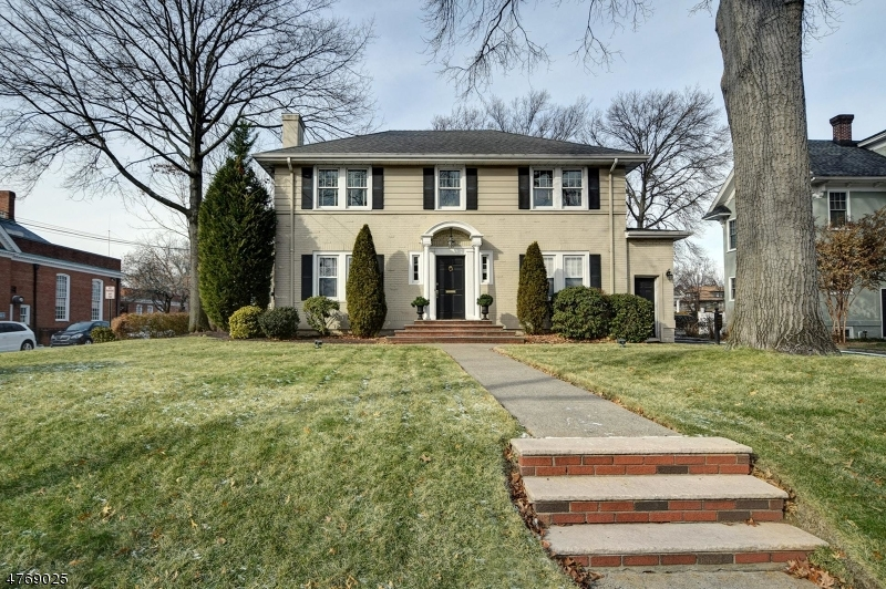 Photo of home for sale at 435 E Broad St, Westfield Town NJ