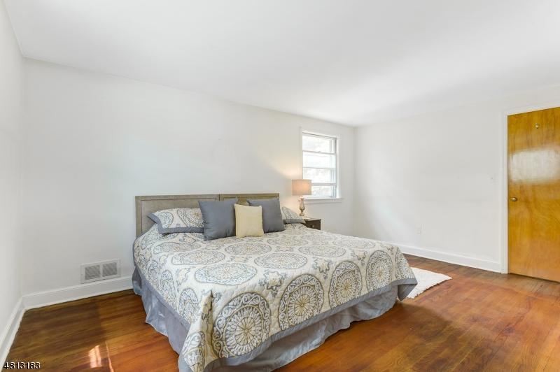 18 BEASLEY ST West Orange Twp., NJ 07052 - MLS #: 3480390