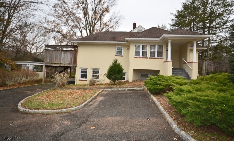 Photo of home for sale at 636 VALLEY RD, Watchung Boro NJ