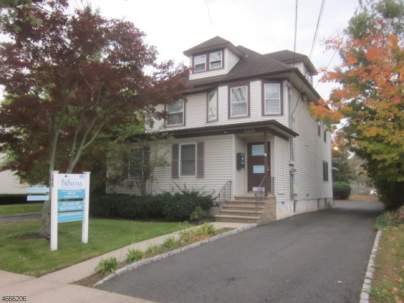 Photo of home for sale at 128 S Euclid Ave, Westfield Town NJ
