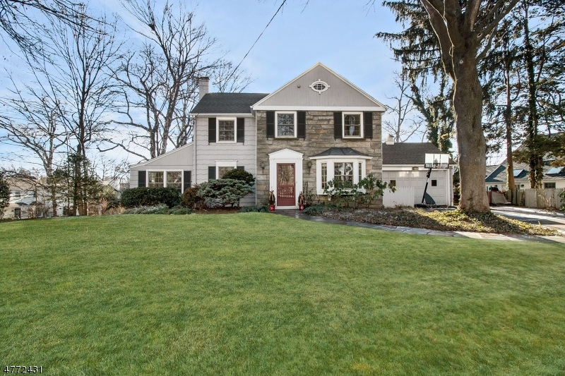 Photo of home for sale at 806 Kimball Ave, Westfield Town NJ