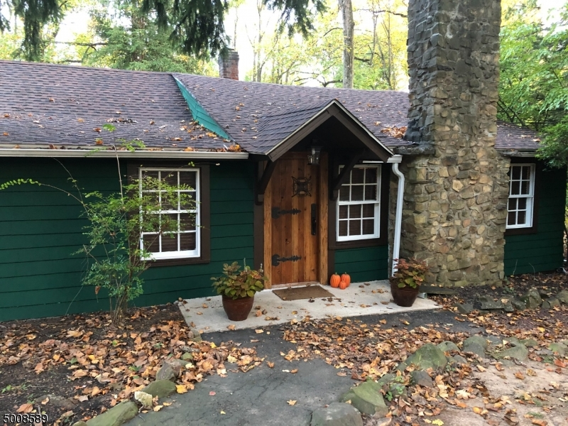Photo of home for sale at 266 EMERSON LN, Berkeley Heights Twp. NJ