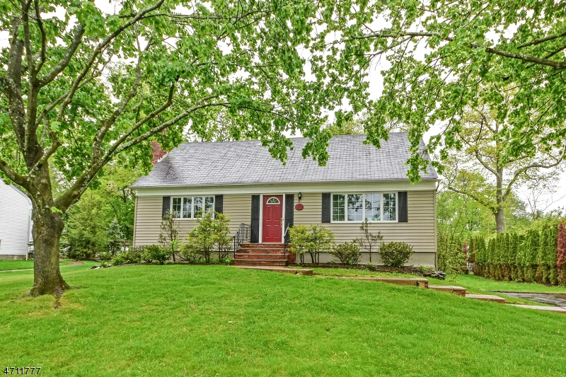 98 Knoll Ter, West Caldwell Township, NJ 07006