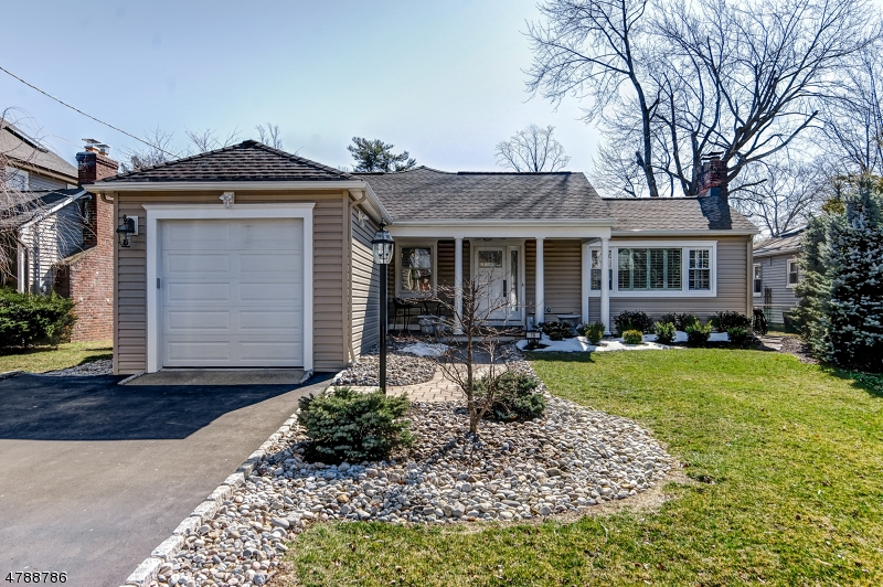 Property for sale at 10 Warwick Cir, Springfield Twp.,  NJ  07081