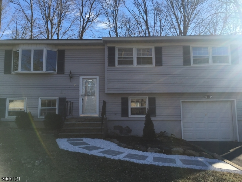Photo of home for sale at 7 GREENTREE RD, Vernon Twp. NJ