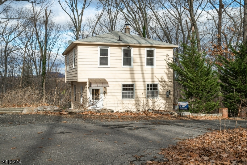 Photo of home for sale at 19 SKYLAND AVE, Wanaque Boro NJ