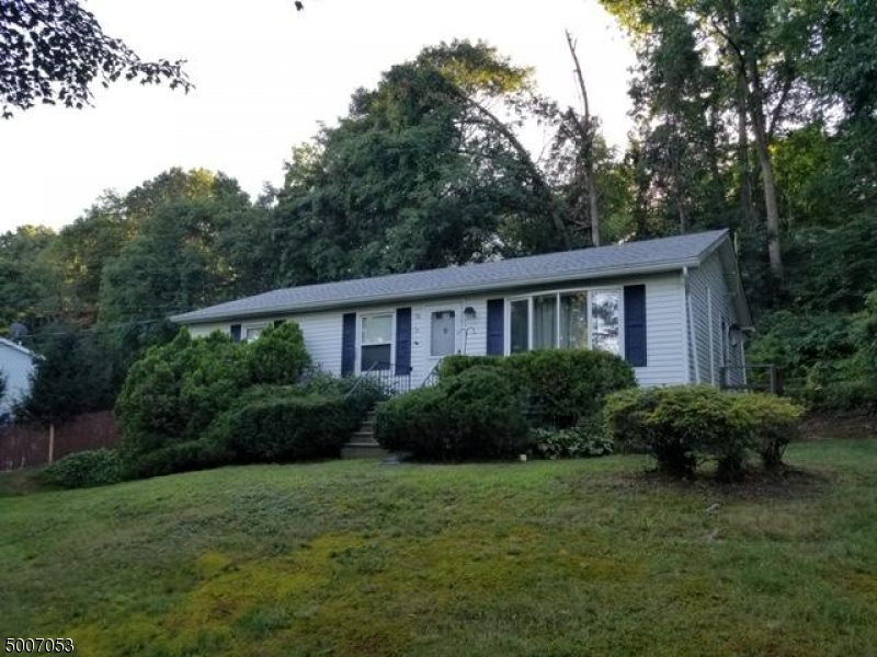 Photo of home for sale at 38 ARROWHEAD DR, Wantage Twp. NJ