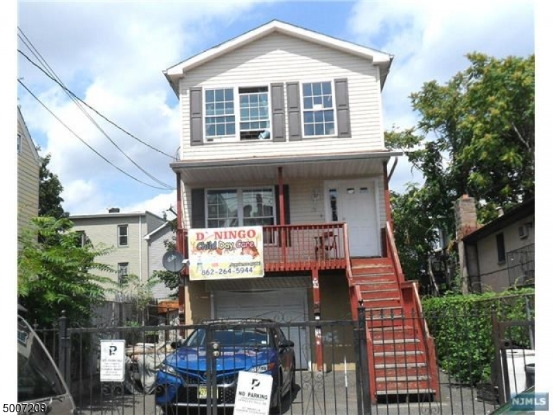Photo of home for sale at 215 PARK AVE, Paterson City NJ