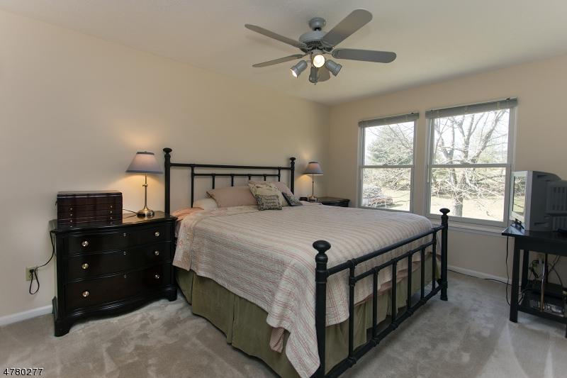 15 Woodside Ln Raritan Twp., NJ 08822 - MLS #: 3450196