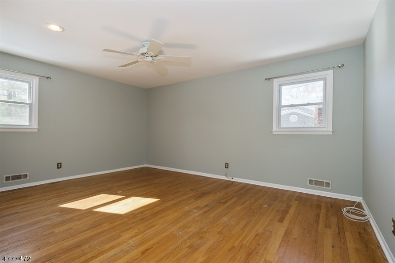 135 Crane Cir New Providence Boro, NJ 07974 - MLS #: 3453296