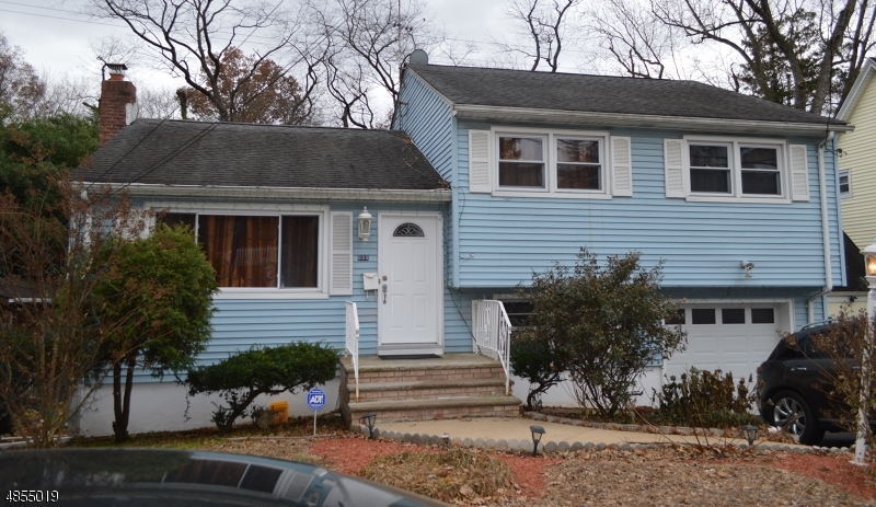 Photo of home for sale at 888 W CHESTNUT ST, Union Twp. NJ