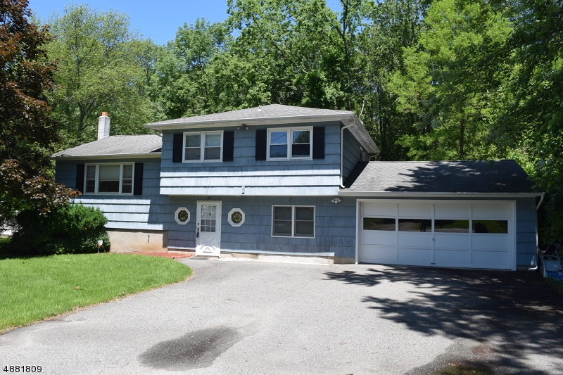 Photo of home for sale at 29 EISENHOWER DR, West Milford Twp. NJ