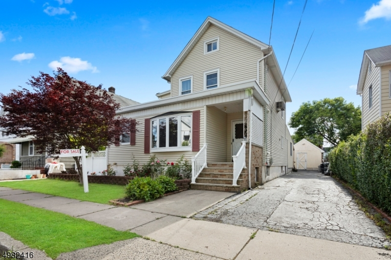 Photo of home for sale at 19 REIMER ST, Raritan Boro NJ