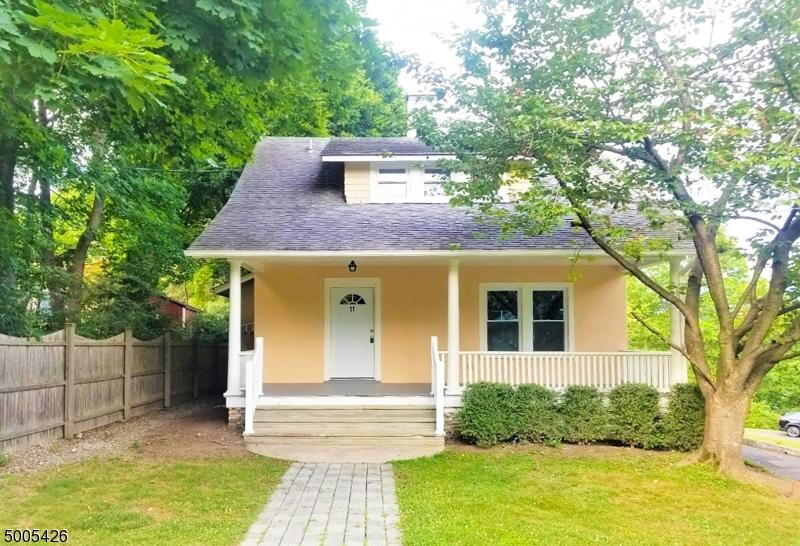 Photo of home for sale at 11 CHILTON ST, Bernardsville Boro NJ