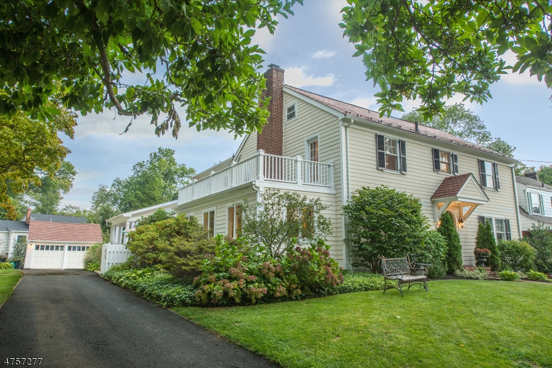 Photo of home for sale at 48 Georgian Rd, Morristown Town NJ