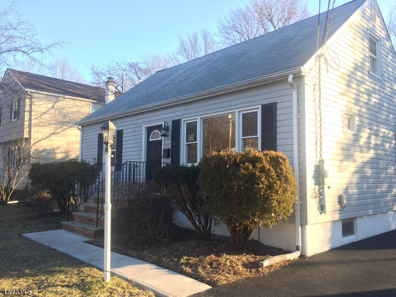 32 SALLY ST Bloomingdale Boro, NJ 07403 - MLS #: 3479598