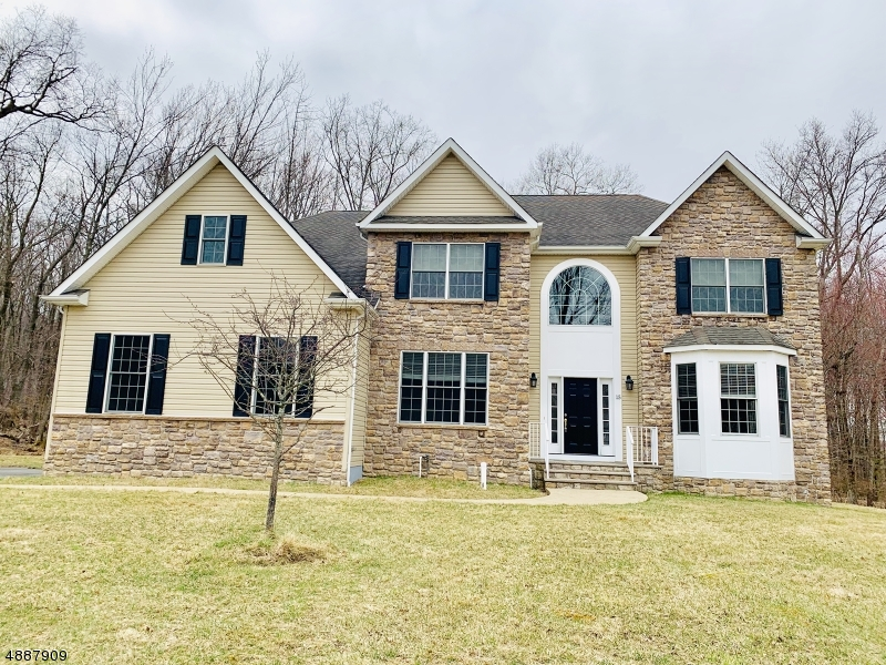 Photo of home for sale at 15 REGER RD, Roxbury Twp. NJ